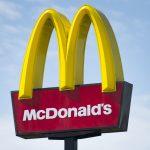 McDonald's compró a un startup de inteligencia artificial para implementar el aprendizaje automático en su cadena de restaurantes.